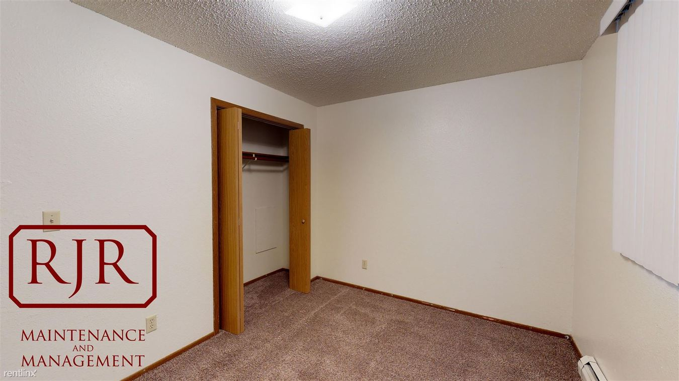 2 Bedrooms 1 Bathroom Apartment for rent at 1706 E Main St in Mandan, ND