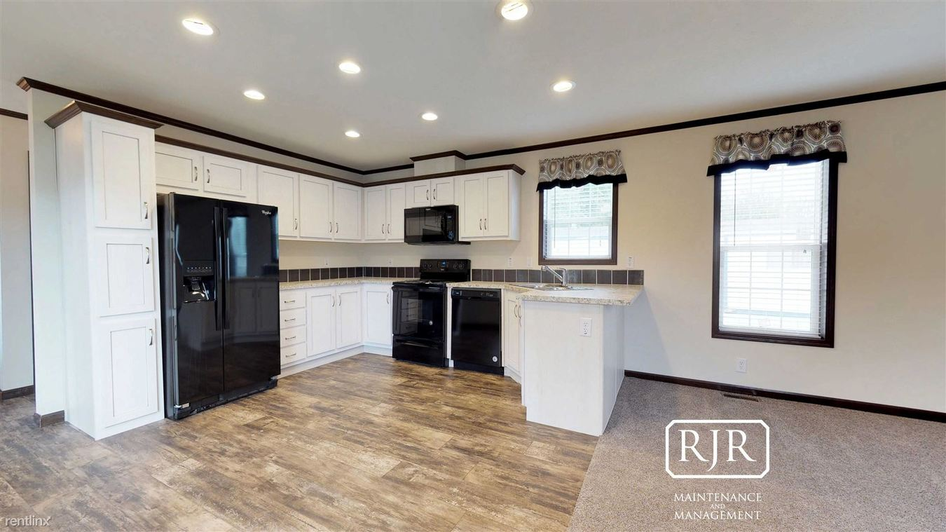 3 Bedrooms 2 Bathrooms Apartment For Rent At 230 Boeing Ave In Bismarck, ND