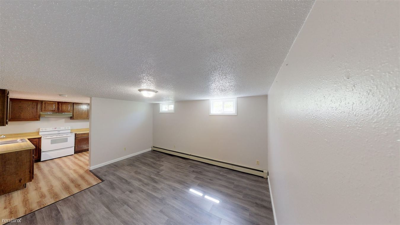 2 Bedrooms 1 Bathroom Apartment for rent at 904 5th Ave Nw in Mandan, ND