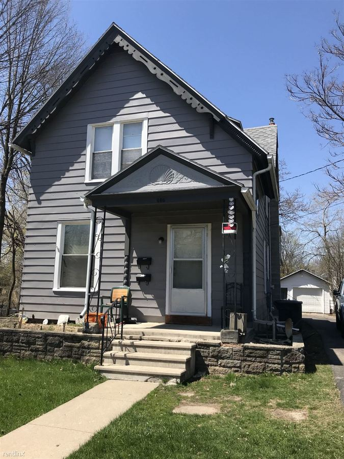 2 Bedrooms 1 Bathroom Apartment for rent at 600 3rd St in Jackson, MI