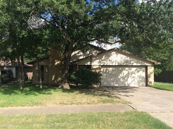 3 Bedrooms 2 Bathrooms House for rent at 4213 Woodcrest Dr in Bryan, TX