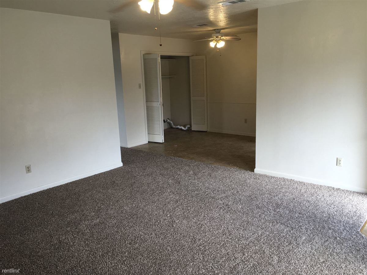 2 Bedrooms 1 Bathroom Apartment for rent at 2405 Pedernales Dr in College Station, TX