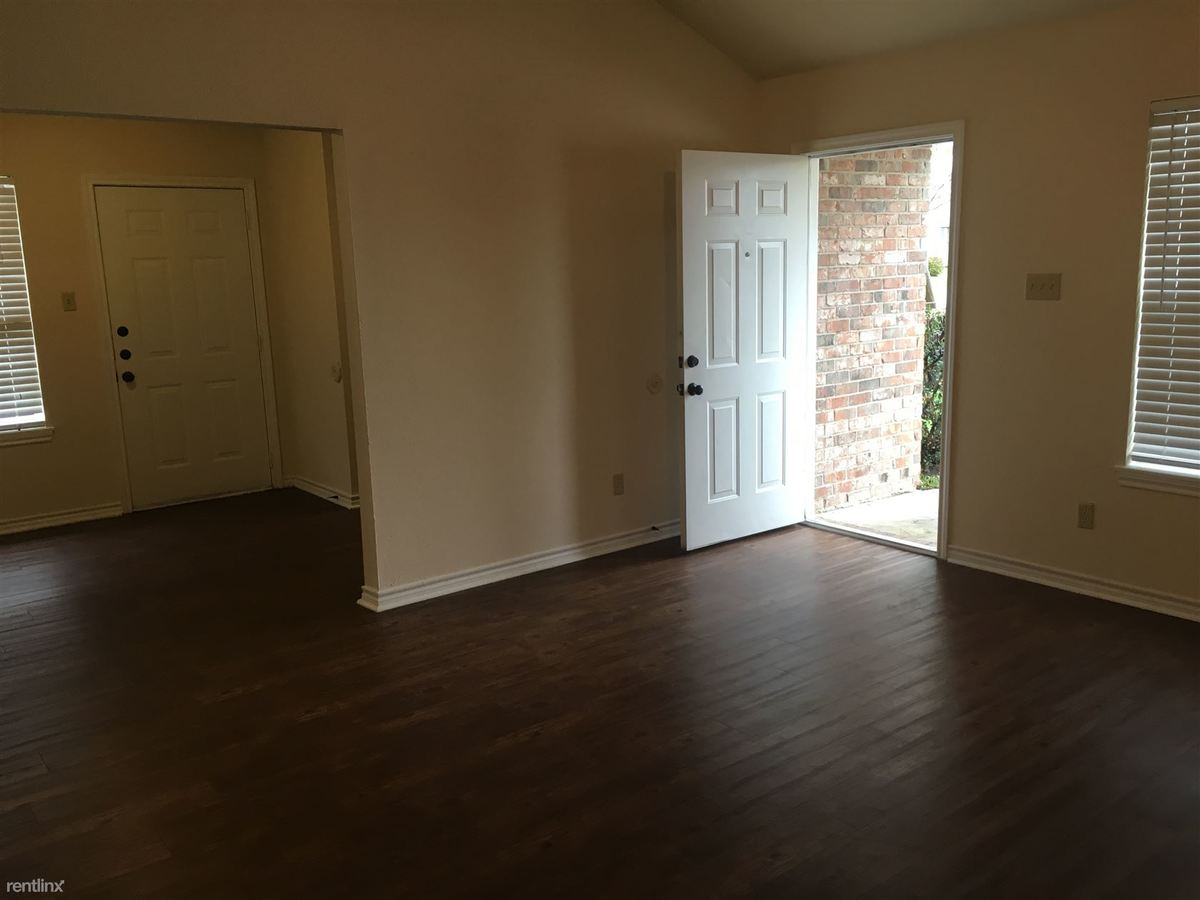 3 Bedrooms 2 Bathrooms Apartment for rent at Sara Drive Duplexes in College Station, TX
