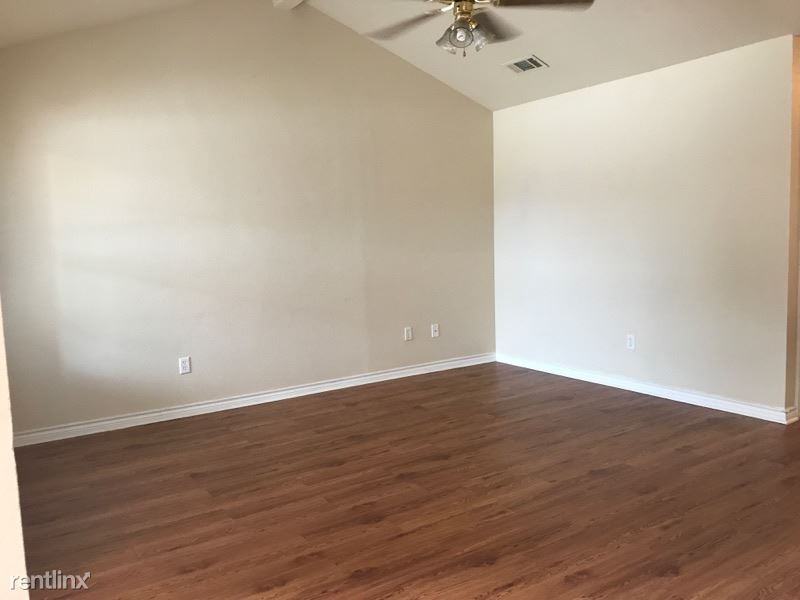3 Bedrooms 2 Bathrooms Apartment for rent at 2316/2318 Pheasant in College Station, TX