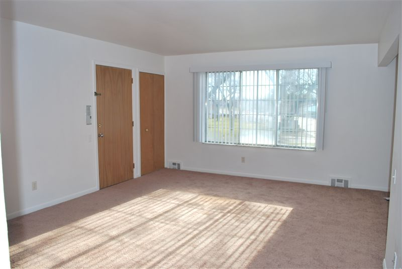 2 Bedrooms 1 Bathroom Apartment for rent at North Shore Apartments in St Clair Shores, MI