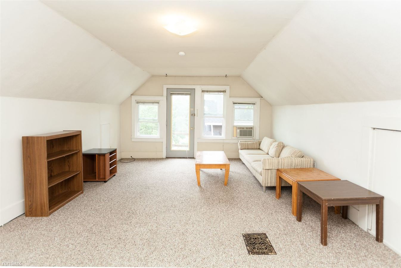 2 Bedrooms 1 Bathroom Apartment for rent at 1130 Oakland Ave in Ann Arbor, MI