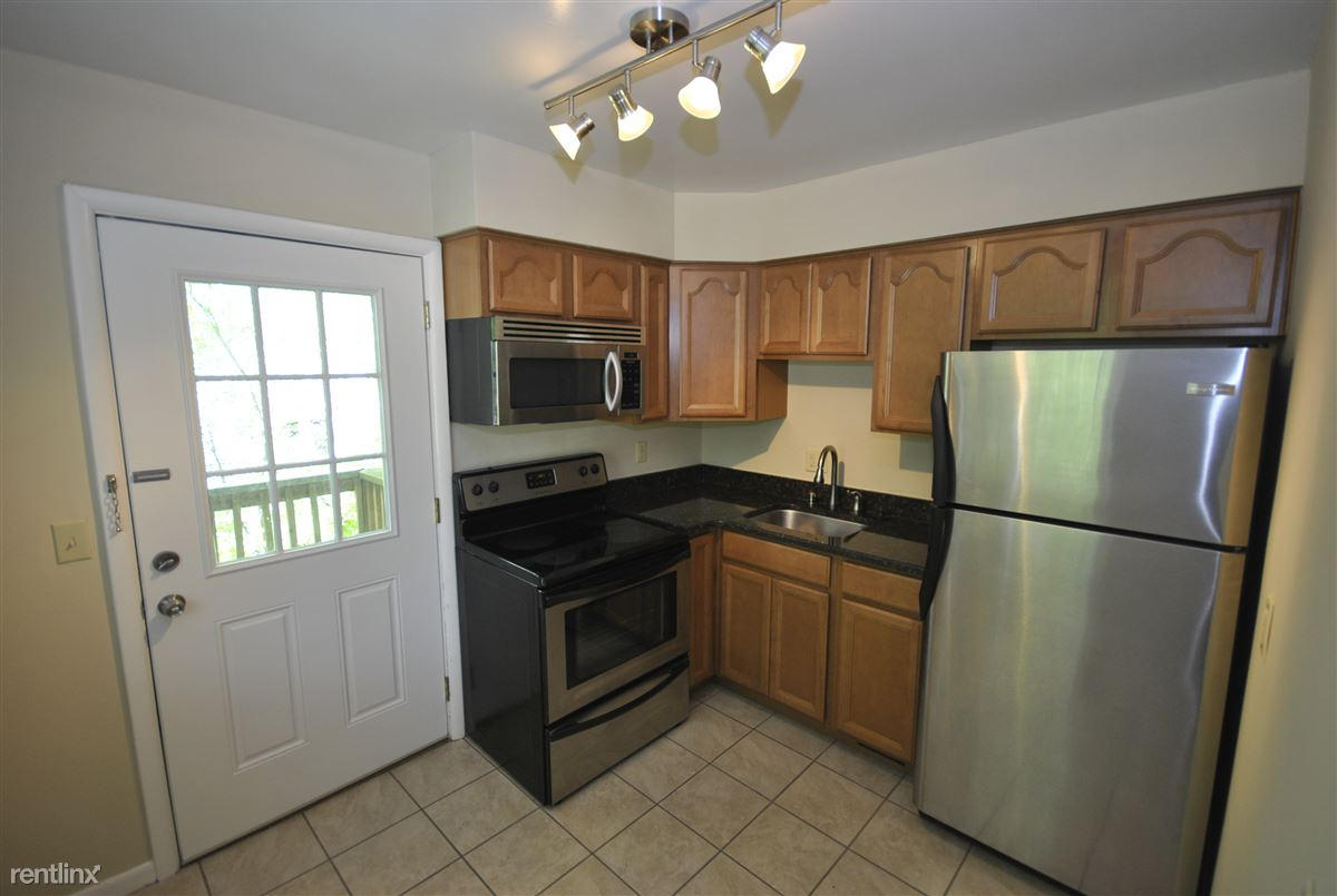 2 Bedrooms 1 Bathroom Apartment for rent at 923 S 7th St in Ann Arbor, MI
