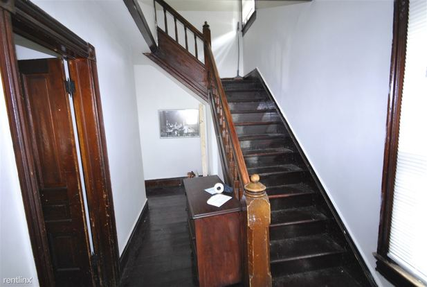 4 Bedrooms 2 Bathrooms Apartment for rent at 558 S 5th Ave in Ann Arbor, MI