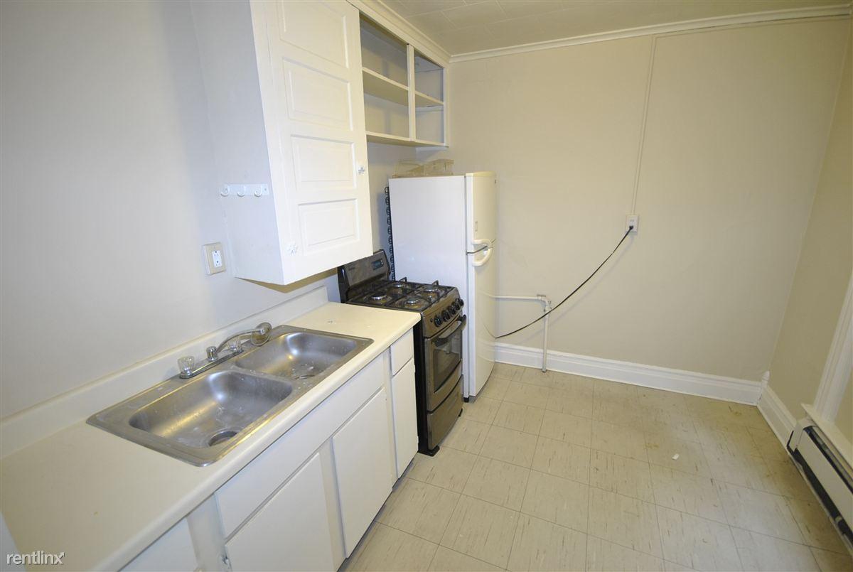 Studio 1 Bathroom Apartment for rent at 618 Packard in Ann Arbor, MI