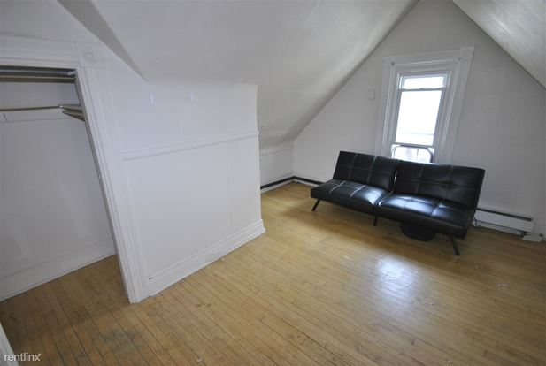 Studio 1 Bathroom Apartment for rent at 624 Packard St in Ann Arbor, MI