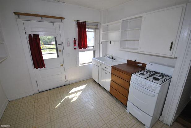 2 Bedrooms 1 Bathroom Apartment for rent at 324 E Jefferson St in Ann Arbor, MI