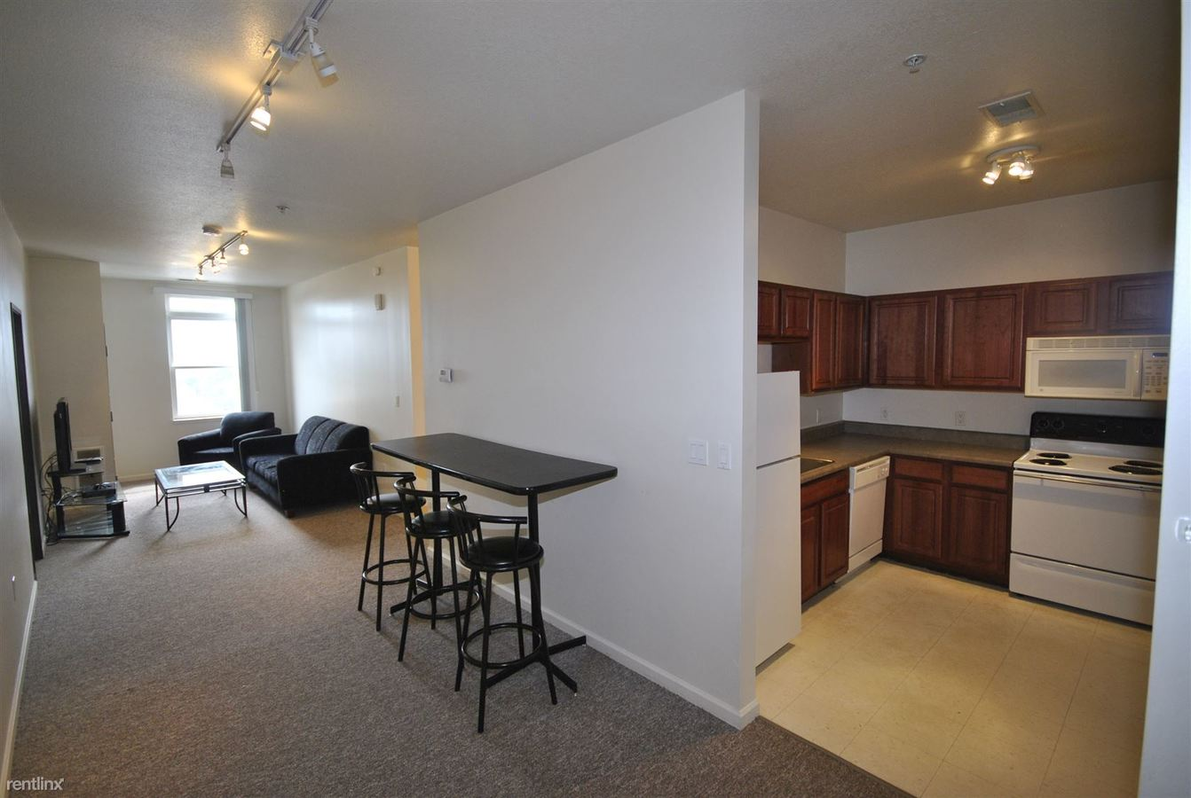 2 Bedrooms 1 Bathroom Apartment for rent at Corner House Apartments in Ann Arbor, MI
