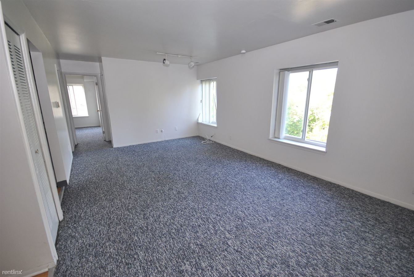 2 Bedrooms 1 Bathroom Apartment for rent at 908 Sybil St in Ann Arbor, MI