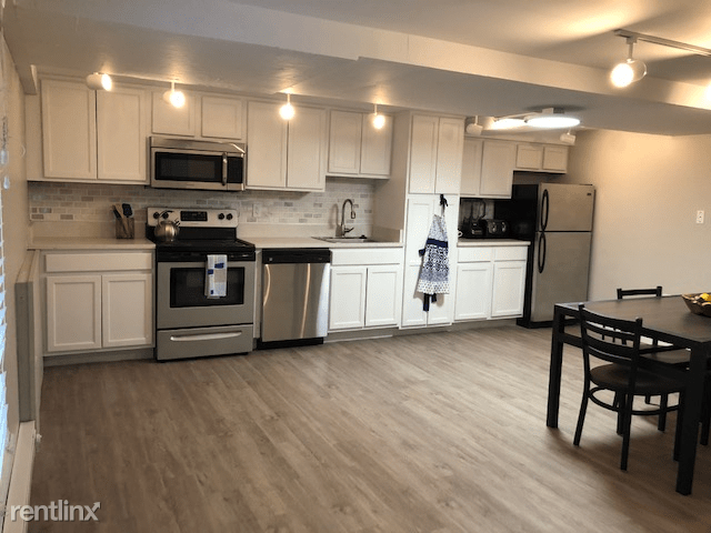 1 Bedroom 1 Bathroom Apartment for rent at 400 Maynard Apartments in Ann Arbor, MI