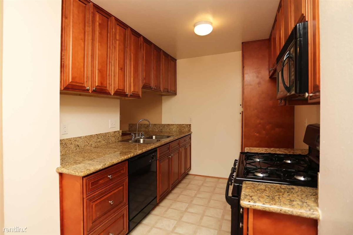 2 Bedrooms 1 Bathroom Apartment for rent at Casa De Marina in Los Angeles, CA