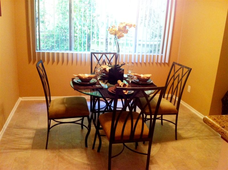 3 Bedrooms 2 Bathrooms Apartment for rent at White Oak Terrace in Encino, CA