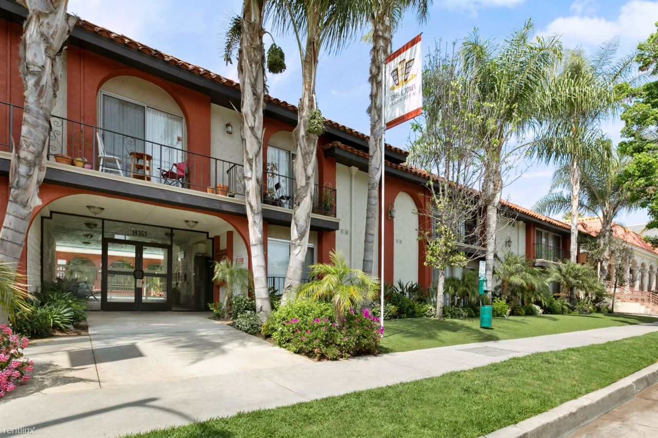 1 Bedroom 1 Bathroom Apartment for rent at Parkview Terrace in Sherman Oaks, CA