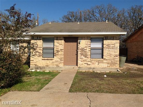 2 Bedrooms 1 Bathroom House for rent at 2817 19 Forest Bend in Bryan, TX