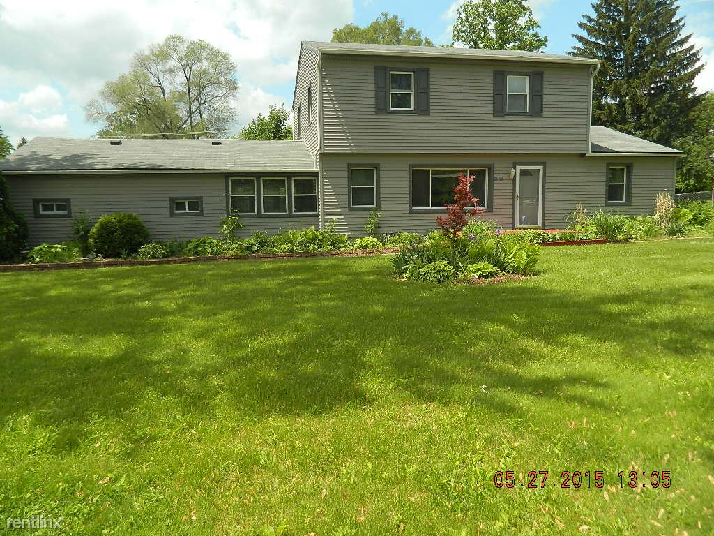 4 Bedrooms 2 Bathrooms House for rent at 3565 Crooks Rd in Troy, MI