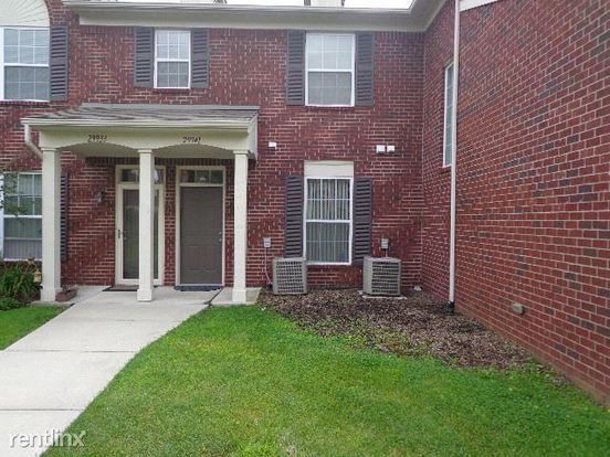 2 Bedrooms 2 Bathrooms House for rent at 29941 Foxrun Cir in Warren, MI