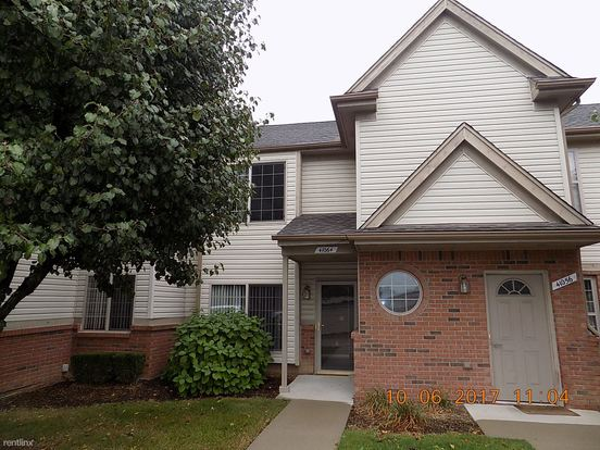 2 Bedrooms 2 Bathrooms House for rent at 41064 Rose Ln in Clinton Twp, MI