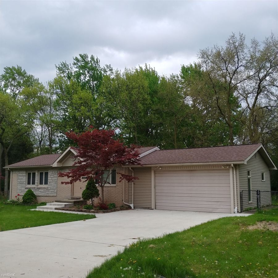 3 Bedrooms 1 Bathroom House for rent at 808 Colebrook Dr in Troy, MI