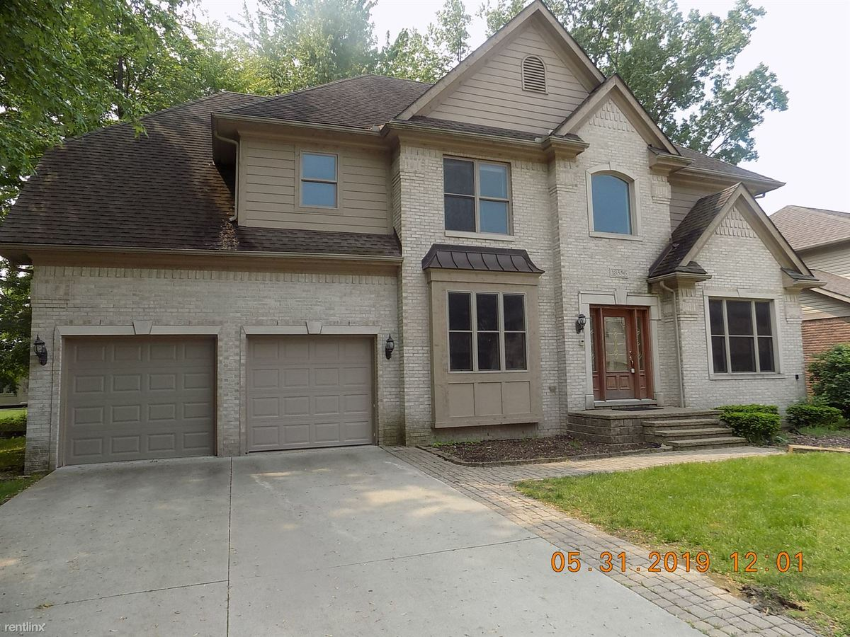 4 Bedrooms 2 Bathrooms House for rent at 13556 Woodland Ct in Sterling Heights, MI