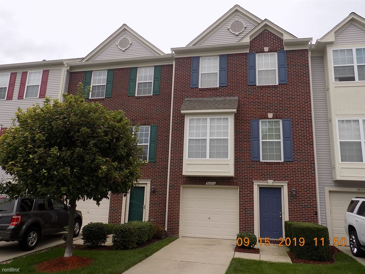 3 Bedrooms 2 Bathrooms House for rent at 36366 Dominion Cir in Sterling Heights, MI