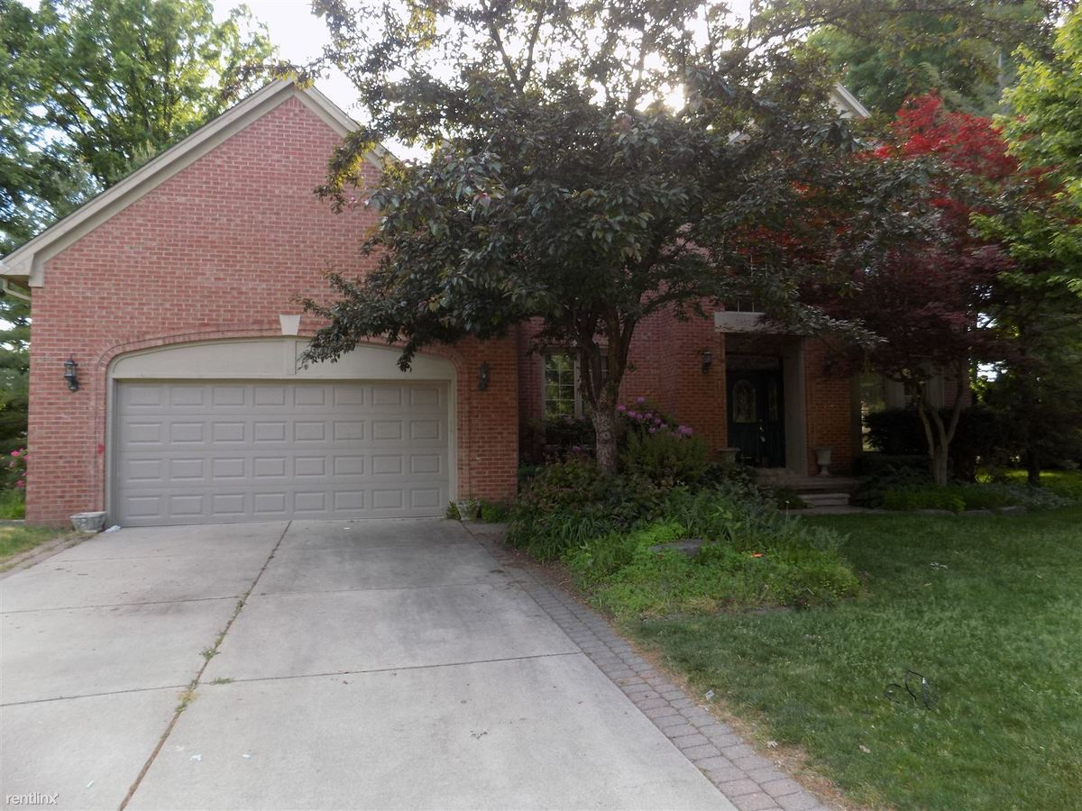 4 Bedrooms 3 Bathrooms House for rent at 5957 Teakwood Dr in Troy, MI