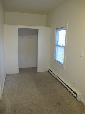 3 Bedrooms 1 Bathroom Apartment for rent at 2625 Quincy St Ne Lower in Minneapolis, MN