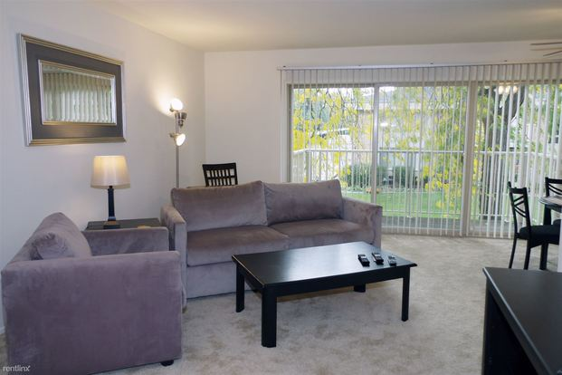 2 Bedrooms 2 Bathrooms Apartment for rent at Value Suites @ Somerset Park (new Renovation) in Troy, MI