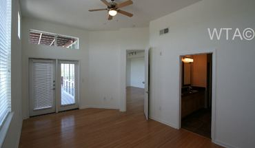 Similar Apartment at 3809 S Congress Ave