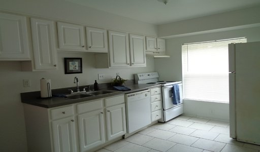 2 Bedrooms 1 Bathroom Apartment for rent at 96 Ardsley in Winstonsalem, NC
