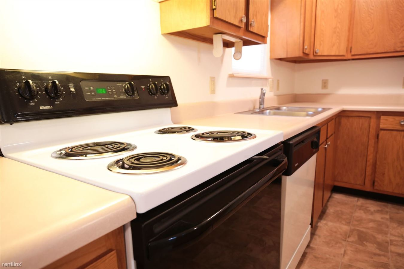 2 Bedrooms 1 Bathroom Apartment for rent at Deer Creek Crossing Villas in Garrett, IN