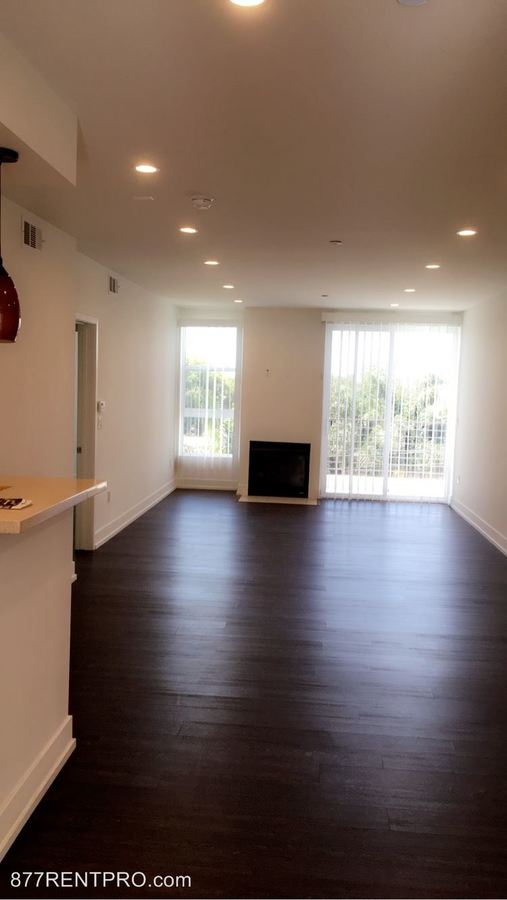 2 Bedrooms 2 Bathrooms Apartment for rent at 6222 Kester Ave in Van Nuys, CA