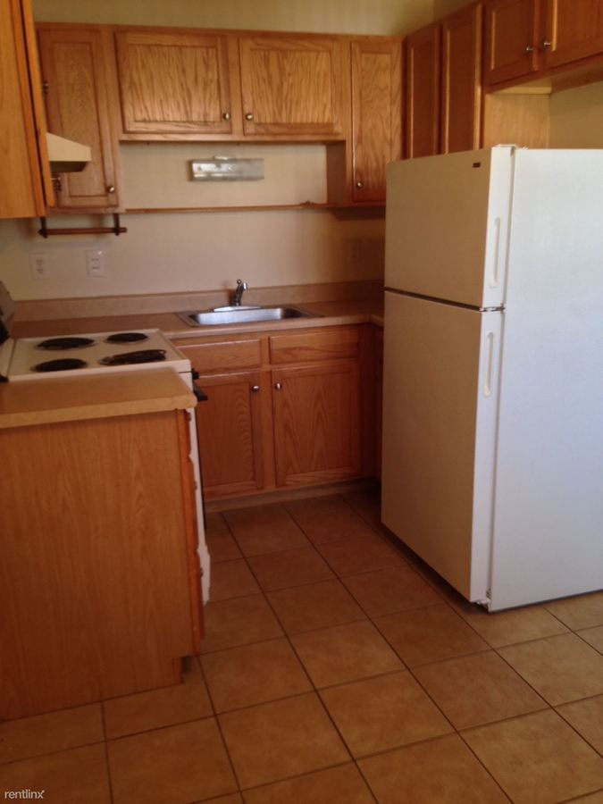 1 Bedroom 1 Bathroom Apartment for rent at Holiday Manor East in Roseville, MI