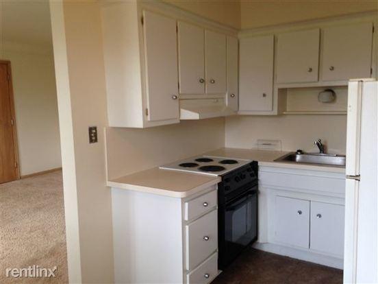1 Bedroom 1 Bathroom Apartment for rent at Holiday Manor in Warren, MI