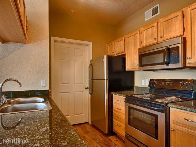 2 Bedrooms 2 Bathrooms Apartment for rent at Red Rox Villas in Phoenix, AZ