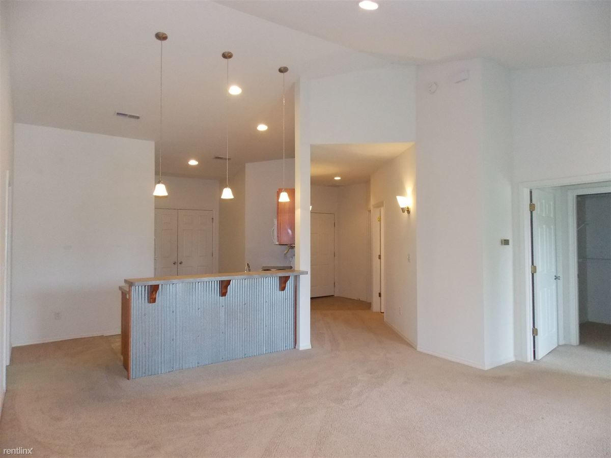 3 Bedrooms 3 Bathrooms Apartment for rent at The Grove At Latimer in Bloomington, IN