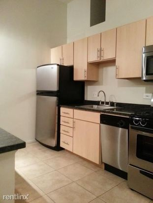 2 Bedrooms 1 Bathroom Apartment for rent at 1350 N Wells St in Chicago, IL