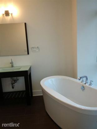 2 Bedrooms 2 Bathrooms Apartment for rent at 670 W Wayman St in Chicago, IL