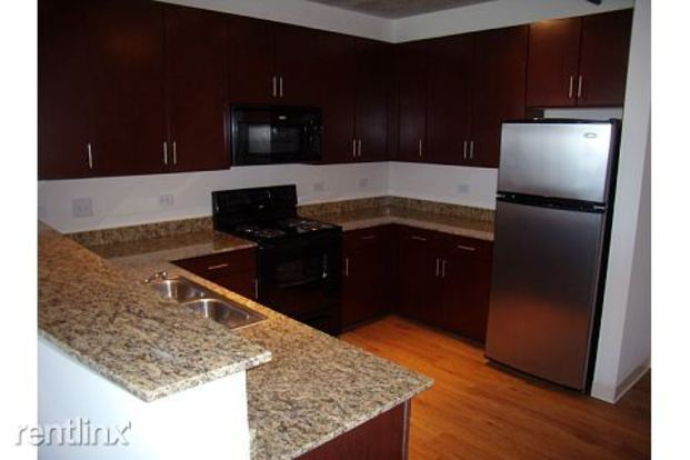 3 Bedrooms 2 Bathrooms Apartment for rent at 900 S Clark St in Chicago, IL