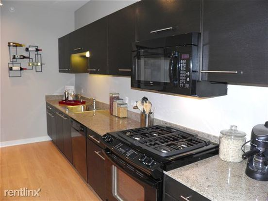 1 Bedroom 1 Bathroom Apartment for rent at 840 W Blackhawk St in Chicago, IL