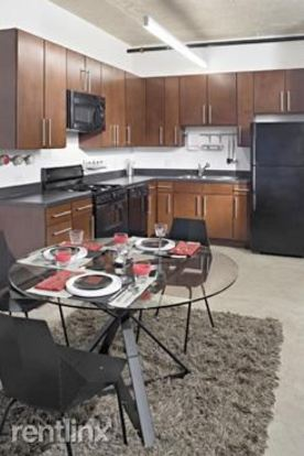 2 Bedrooms 2 Bathrooms Apartment for rent at 1401 S State St in Chicago, IL