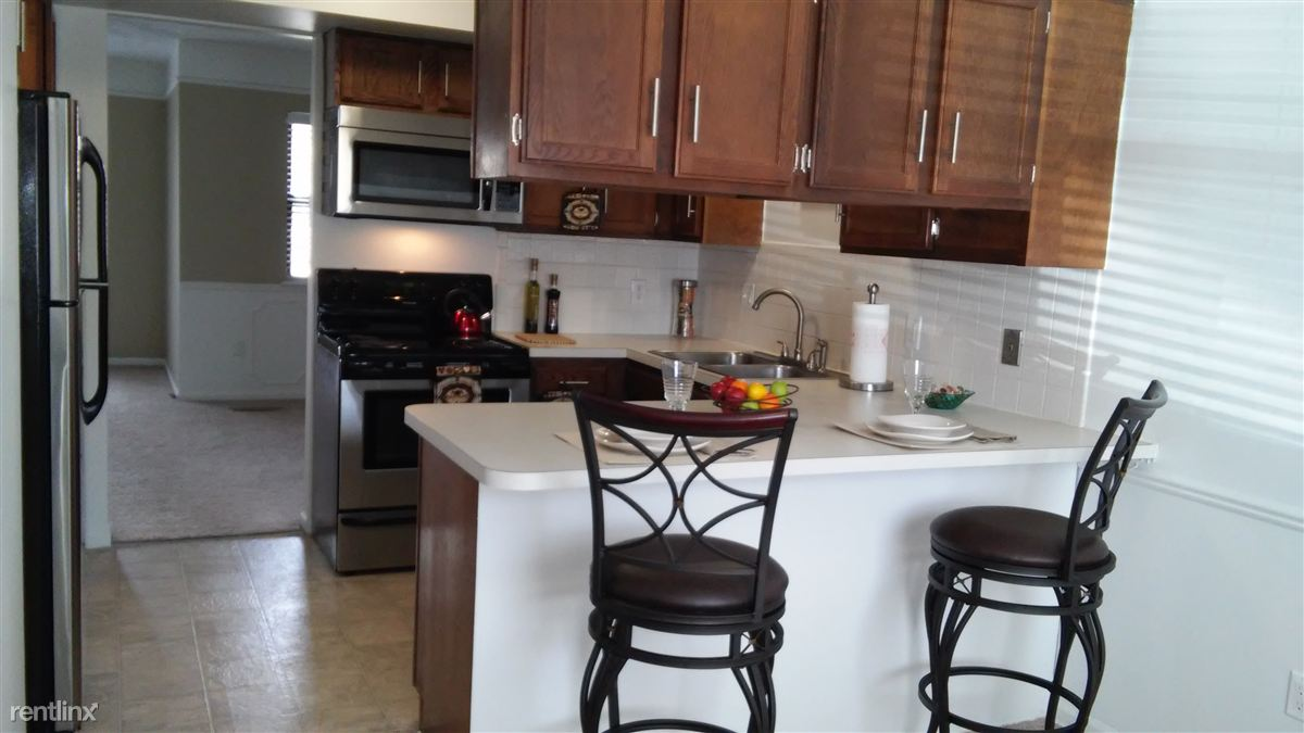 3 Bedrooms 1 Bathroom Apartment for rent at Autumn Ridge Townhomes And Apartments in Lansing, MI