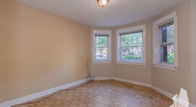 Similar Apartment at 2931 N Springfield Ave