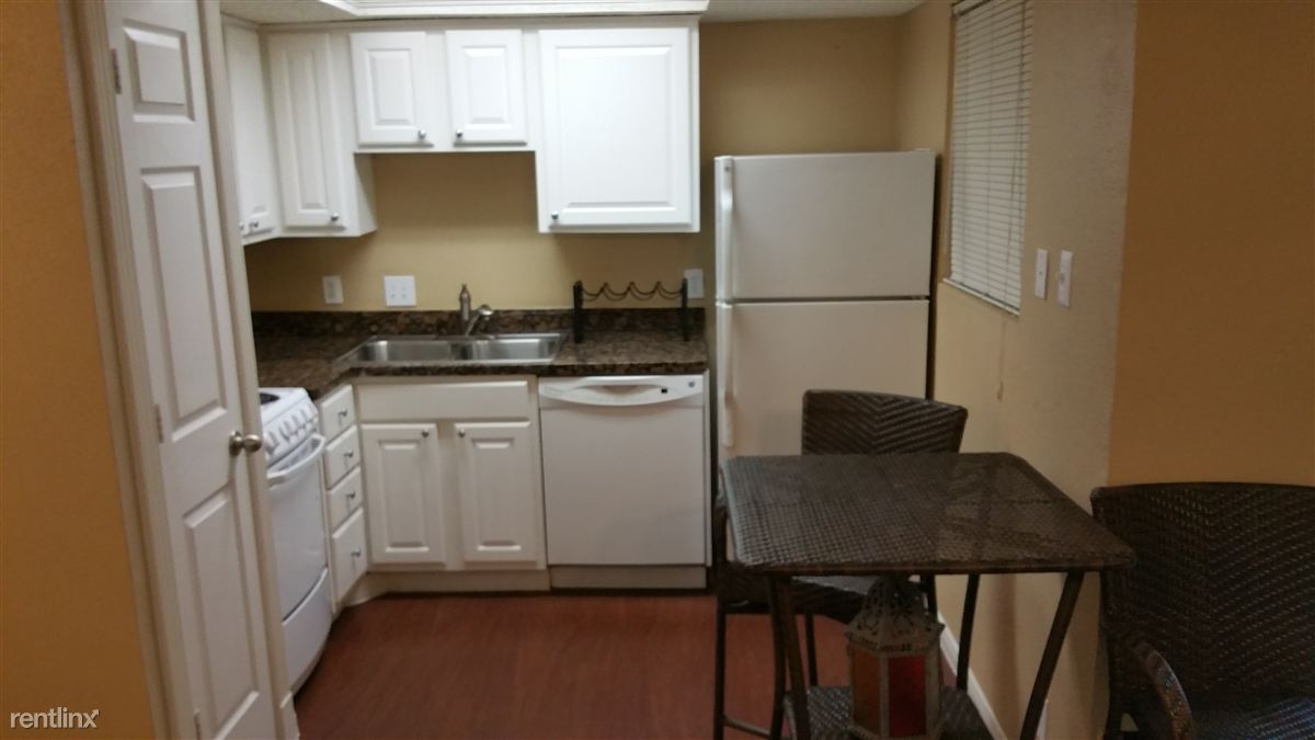 Studio 1 Bathroom Apartment for rent at 2705 Bee Caves Rd in Austin, TX