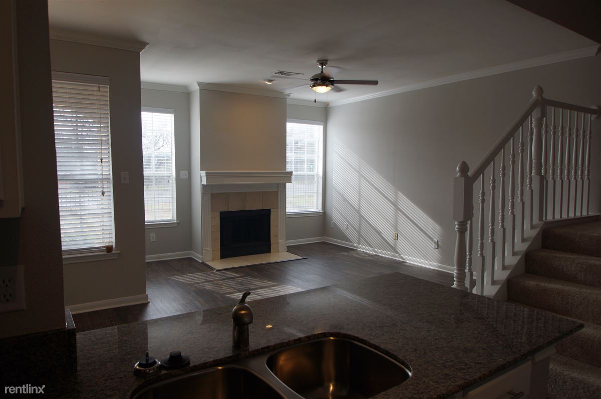2 Bedrooms 2 Bathrooms House for rent at 2304 Lake Austin Blvd in Austin, TX