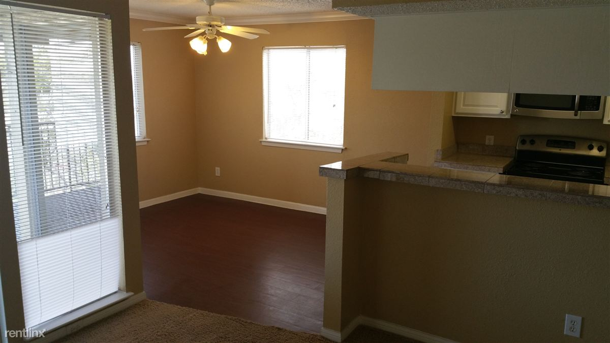 2 Bedrooms 2 Bathrooms Apartment for rent at 2705 Bee Caves Rd in Austin, TX