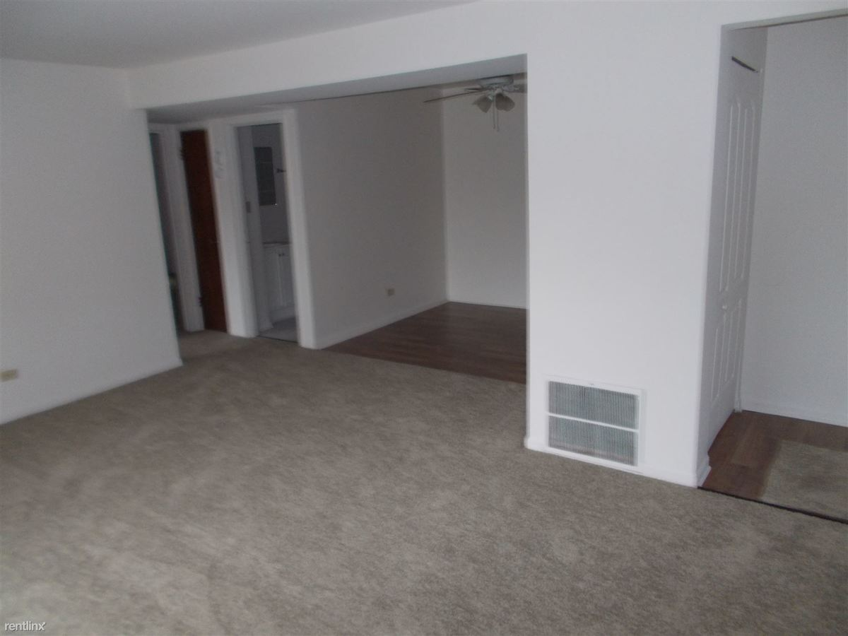 2 Bedrooms 1 Bathroom Apartment for rent at Hickory Oaks Apartments in Lansing, IL